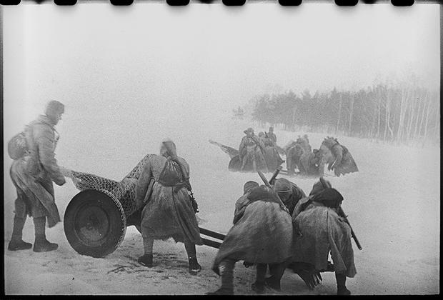Формирование первой военной части Югославской армии на занятиях. Район Коломны, 1944.