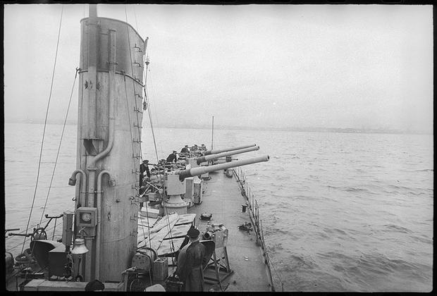 На N-м корабле, 1945. .