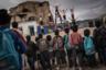 В свободное от работы для The New York Times время Пономарев колесил с детским цирком. Цирк существует в Кабуле с 2002 года, им руководят двое голландцев, познакомившихся в Афганистане: женщина-преподаватель и клоун. Первоначально они задумывали сделать школу танцев, а в итоге основали цирк.  <br> <br>  В нем выступают маленькие акробаты и жонглеры. Они устраивают представления в школах, иногда в удаленных от Кабула местностях. Договориться со школьным руководством о выступлениях не всегда просто. При виде ярких костюмов детей старейшины почти всегда отвечают «нет», и их приходится уговаривать. Часто они соглашаются, когда кто-то из труппы обещает прочесть в начале выступления отрывки из Корана.
