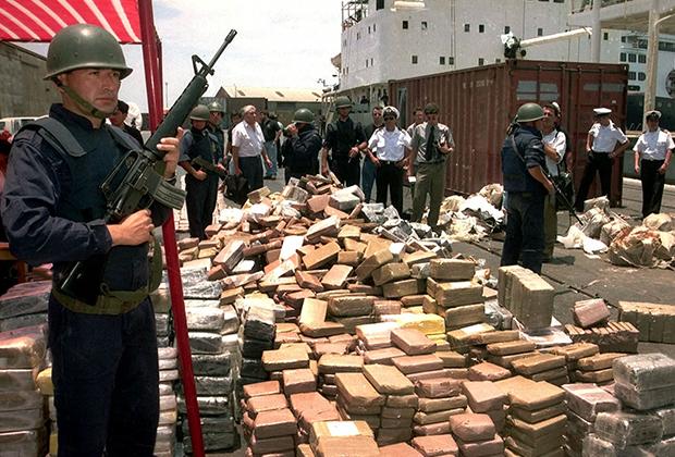 Конфискованные пограничниками семь тонн кокаина, который пытались контрабандой ввезти на корабле из Панамы в Чили