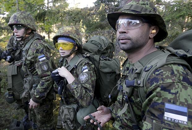 Волонтеры Эстонской лиги обороны на учениях недалеко от Рабасааре, Эстония