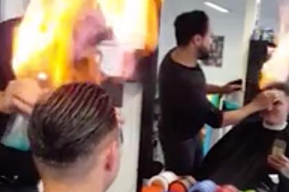 Парикмахер поджег волосы на радость клиенту