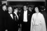 Еще одна традиция американской инаугурации —многочисленные президентские балы. На один из них Джон явился в смокинге, а Жаклин — в потрясающем платье от Oleg Cassini, которое стало одним из самых знаменитых за всю историю. Господин Кассини был приглашен на бал и лично наблюдал свое творение во время первого танца президентской четы.