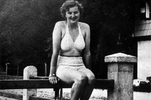 Ева Браун в купальном костюме