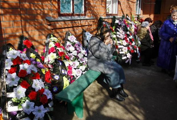 Похороны жертв массового убийства в доме Сервера Аметова