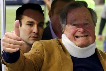 Джорджа Буша-старшего выписали из больницы