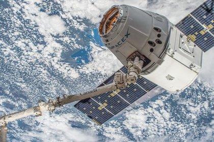 Космический грузовик Dragon вернулся на Землю