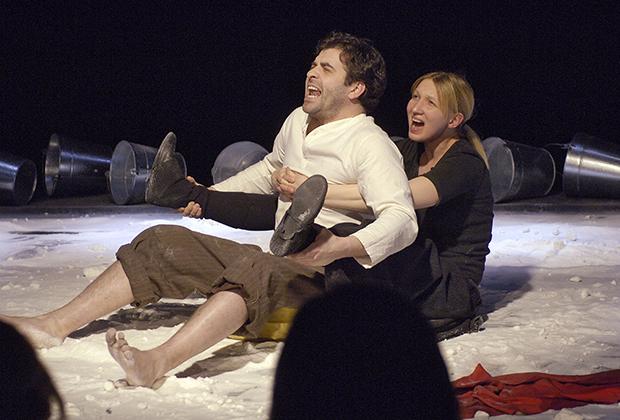 Александр Бергман и Светлана Иванова в спектакле «Бытие № 2» на сцене театра «Практика»