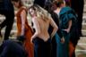 Платье американской певицы Майли Сайрус выглядело так, будто готово вот-вот упасть. К разочарованию поклонников, не упало.
