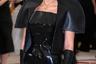 Супермодель палестинского происхождения недавно заявила, что гордится быть мусульманкой. Это не помешало ей надеть на бал массивный крест и «готическое» платье от Gareth Pugh x Chrome Hearts.