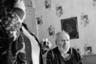 Дядя Миша Рычков — старожил соседнего Корбозера. Он один из тех, кто стоял у истоков возрождения колодозерской общины и храма. Всю жизнь проработал вздымщиком — промышленным сборщиком живицы. Знал все окрестные леса наизусть и ходил в день по пятьдесят километров. У дяди Миши была любимая жена Аннушка,  удивительная женщина, сильная и ласковая одновременно. К сожалению, я не успела познакомиться с ней, она скончалась от рака несколько лет назад. Сейчас дядя Миша на пенсии, он перенес инсульт. С ним живет Тамара, которая приехала поддержать одинокого дядю Мишу, да так и осталась. Они живут в большом доме на берегу живописного Корбозера. Тамара на лодке уходит рыбачить, а дядя Миша тихонько курит за печкой.