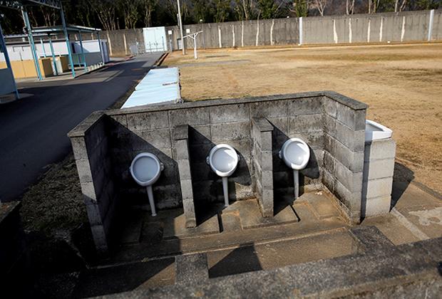 Туалеты в тюрьме в Токусиме