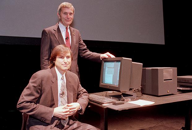 В 1980-е годы Джобс такого себе не позволял. В 1989 году на презентации очередного продукта компании NeXT Computer Inc., которую он возглавил после ухода из Apple, он появился в дорогом костюме.