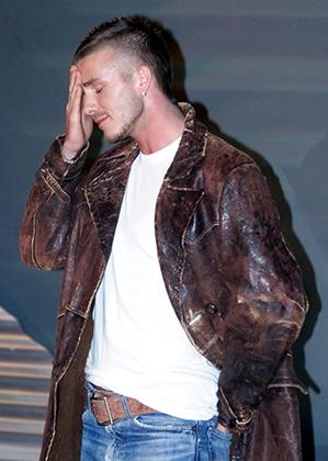 Модные бренды выстраивались в очередь, чтобы заключить с Дэвидом Бекхэмом рекламный контракт. В 2002 году он стал лицом новой коллекции очков Police.