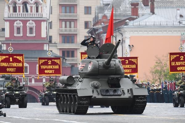 Танк Т-34-85 на генеральной репетиции