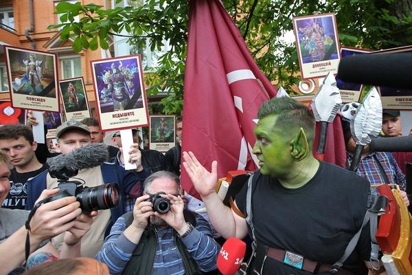 Флешмоб противников акции «Бессмертный полк» в Киеве