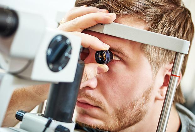 Проблемы со зрением можно решить всего за несколько минут: Люди: Из жизни:  Lenta.ru