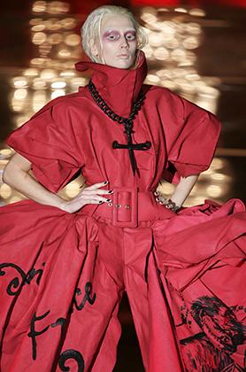 Модель из коллекции дома Dior