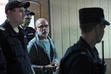 Алексей Малобродский (в центре)