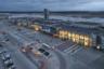 Екатеринбургский аэропорт Кольцово — первый архитектурно выделяющийся современный аэровокзал в России вне Москвы и Санкт-Петербурга. Крупный хаб: летающие отсюда «Уральские авиалинии» сейчас доросли до третьего после «Аэрофлота» и S7 пассажиропотока в стране.