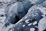 Ледник Соульхеймажкютль располагается на Южном побережье острова. Его застывшая вода настолько чиста, что имеет естественный голубой оттенок. Ледник находится рядом с вулканом, поэтому его поверхность до сих пор покрыта темно-серым пеплом, напоминающим об извержении.