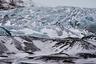 Однажды туристы из Китая написали в исландскую газету, что ледник Соульхеймажкютль грязный и его необходимо «помыть». Их разочаровало, что на поездку ушло много денег, а «грязь» испортила все фотографии. Жалоба со словами «Помойте свой ледник», которую, конечно, опубликовали, стала поводом для нескончаемых шуток про китайских туристов, которые больше всего досаждают местным.   Что касается пепла — исландцы считают его неотъемлемой частью пейзажа, делающей его уникальным: не зря же они прозвали Исландию «страной льда и пламени».