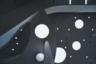 Внутри пассажиров встречают интерьером в светлых тонах, круглыми лампами подсветки и зенитными фонарями. VIP-зал уставлен мебелью в стиле 1960-х, когда все были влюблены в космос и его исследователей.