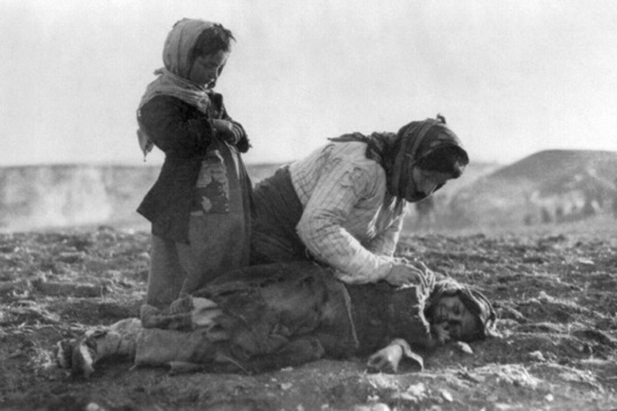 Картинки по запросу Армянская женщина и ее дети во время депортации в сирийскую пустыню