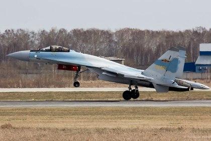 Су-35 ВВС Китая в аэропорту Толмачево