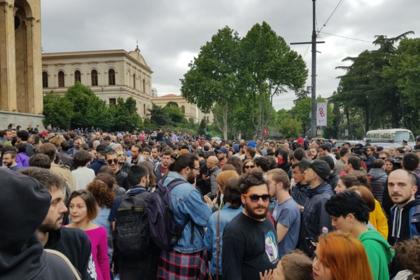 В Тбилиси потребовали отставки премьера после облав в ночных клубах