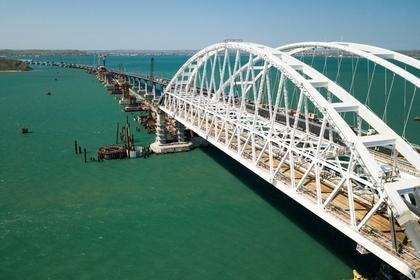 Туристам посоветовали погромче забивать сваю на Крымскому мосту