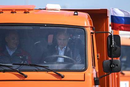 Путин сказал «поехали» и поехал на КамАЗе по Крымскому мосту