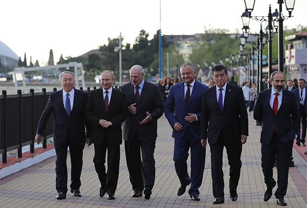 Главы государств членов Евразийского экономического союза на саммите в Сочи (Пашинян крайний справа)