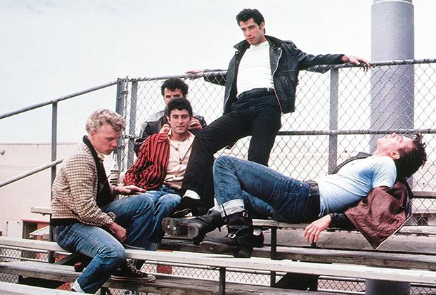 В фильме «Бриолин», вернувшем моду на молодежную стилистику 50-х, далеко не все ходили в кожаных куртках, но абсолютно все подворачивали джинсы.