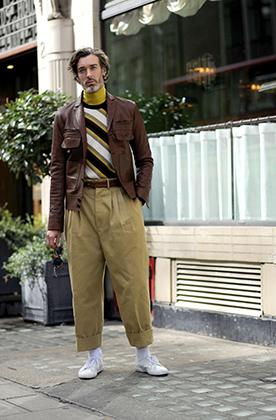Ни до Второй мировой войны, ни после, ни в XX веке, ни в XXI широкие штаны никто не подворачивал. Модель Ричард Бидал на Лондонской неделе моды осенью 2017 года показал, что даже самые устоявшиеся правила можно нарушать.
