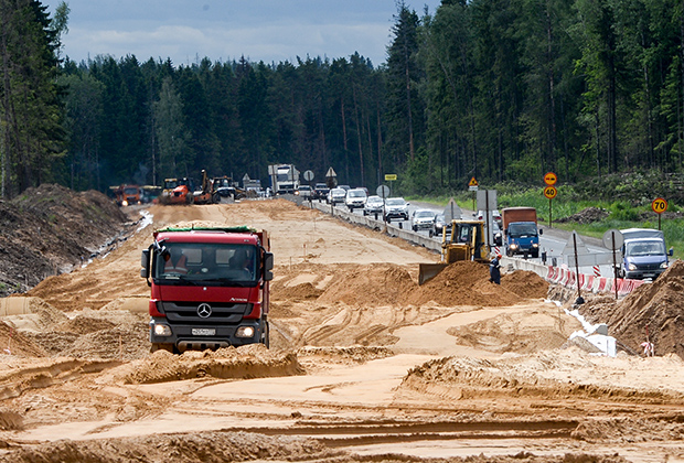 Дорожные работы на одном из участков ЦКАД в Московской области