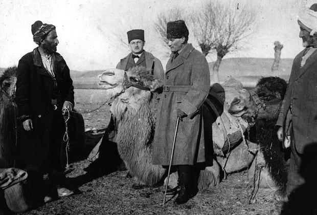 19 мая 1919 года Мустафа Кемаль прибыл в город Самсун, где, выступая перед молодежью, провозгласил начало войны за независимость и всеобщую мобилизацию. Впоследствии именно этот день он станет называть днем своего рождения (настоящая дата неизвестна). В Турции 19 мая — официальный праздник, День молодежи, спорта и памяти Ататюрка.