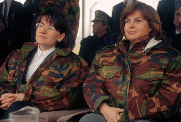Женщины получили возможность активно заниматься политикой. Первой и единственной женщиной— премьер-министром Турции стала профессор экономики Тансу Чиллер. Она занимала пост с 1993 по 1996 год.