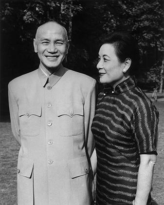 Чан Кайши был главным врагом Мао Цзэдуна, но одевались лидеры националистов и коммунистов одинаково. Во времена гражданской войны в Китае френч Мао чаще всего называли одеждой Чжуншань.
