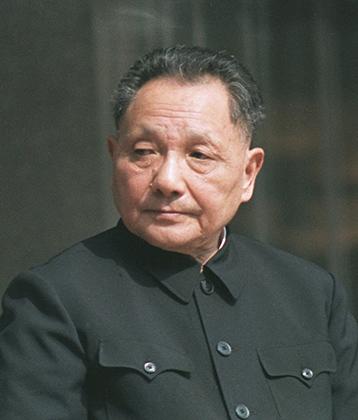 Дэн Сяопин отказался от политики Мао Цзэдуна практически во всем и развернул Китай к западному миру. Но одежде Чжуншань не изменил — Сяопин надевал френч Мао и по будням, и на праздники.
