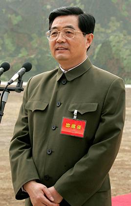 Четвертое поколение китайского руководства надевало френч Мао только в особо торжественных случаях. Ху Цзиньтао, например, появлялся во френче на парадах.