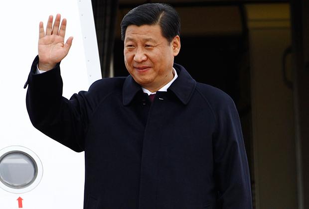 Си Цзиньпина называют новым императором Китая, но из всех лидеров коммунистического Китая он надевает френч Мао реже всех.