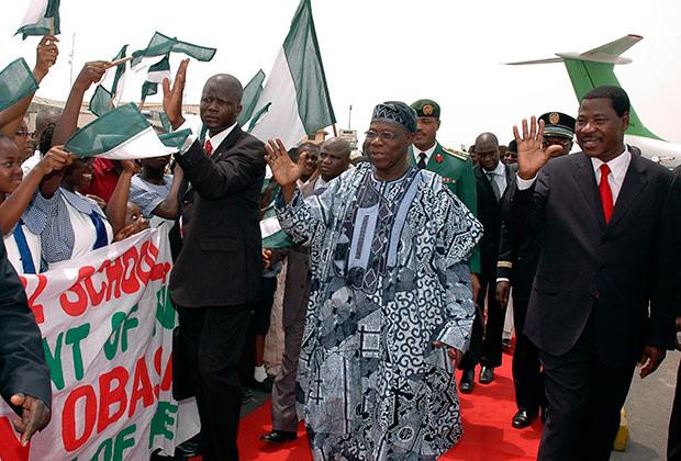 Олусегун Обасанджо выглядел как настоящий диктатор: любовь к экзотическим платьям и имя, которое с йоруба переводится как «лорд-победитель». Тем не менее в его правление экономика Нигерии быстро росла, а сам он мирно сложил полномочия по истечении второго срока.