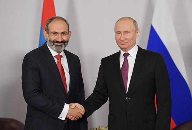 Власть уже изменила Пашиняна: он снова надел костюм. Статус премьер-министра Армении обязывает.