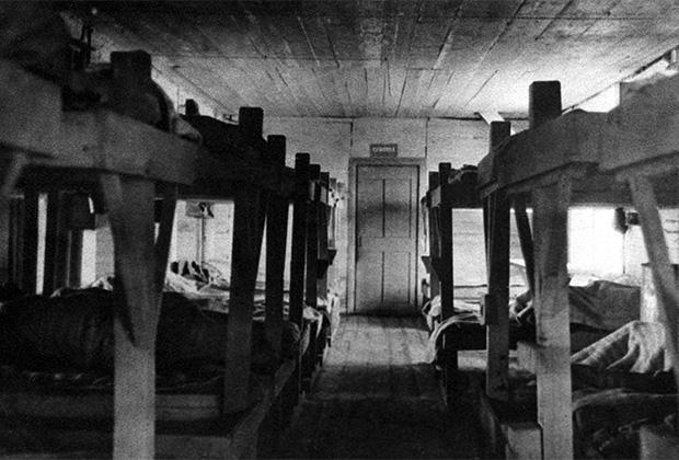 Внутренний вид жилого барака