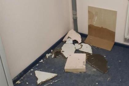 Потолок новой больницы на Сахалине рухнул второй раз за месяц