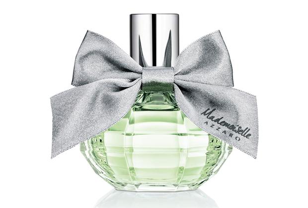 Новый романтичный и весенний аромат от парфюмера Карин Дюбрей сочетает ноты айвы, ревеня, листьев орешника, чайной розы, ландыша, зерен амбретты и белого мускуса.