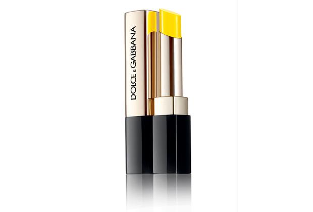 Необычный для губной помады ярко-желтый оттенок Miss Sicily Gaetana — самая экстравагантная новинка в летней коллекции макияжа Italian Zest от Dolce & Gabbana.