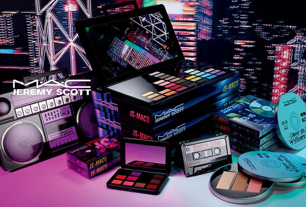 Дизайнер Джереми Скотт попробовал себя в роли художника по макияжу для совместной коллекции с брендом профессиональной декоративной косметики M.A.C. Скотт вдохновлялся атмосферой 1990-х с его музыкой, уличной культурой и стрит-артом. Упаковки косметики выполнены в виде магнитофонных кассет и компакт-дисков.