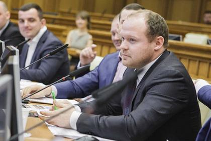 Давшего пощечину ребенку депутата-единоросса временно исключат из партии